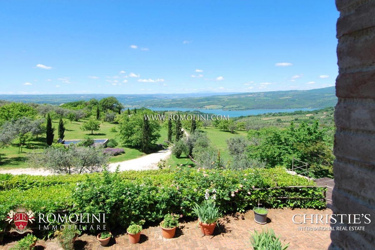Additional photo for property listing at Umbria - VILLA WITH VIEW ON THE CORBARA LAKE Todi, Itália