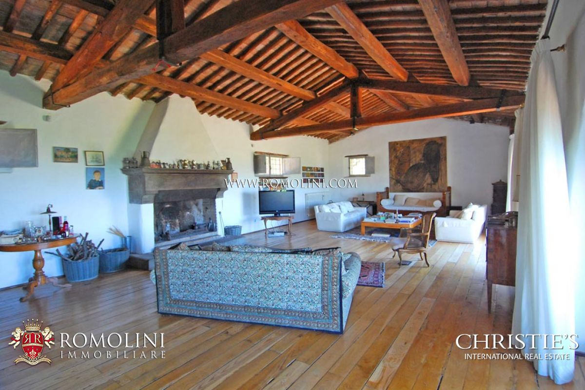 Additional photo for property listing at Umbria - VILLA WITH VIEW ON THE CORBARA LAKE Todi, Italië
