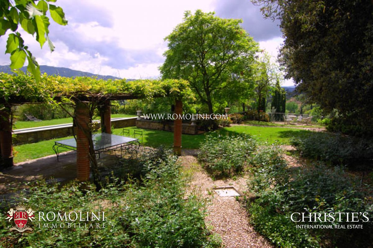 Additional photo for property listing at Tuscany - MANOR VILLA WITH PARK POOL TENNIS COURT AREZZO Arezzo, Italy
