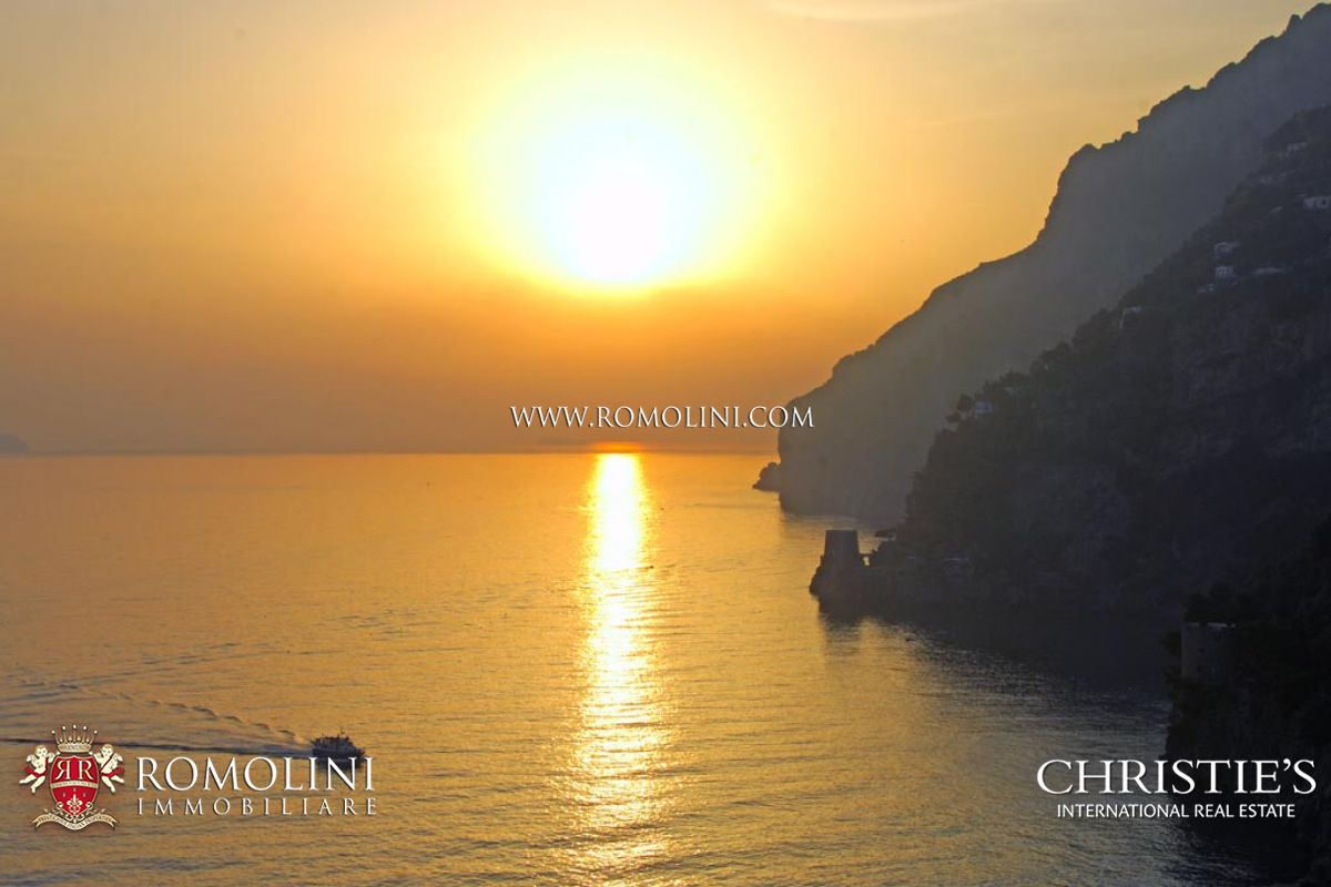 Additional photo for property listing at Campania - POSITANO: AMALFI COAST VILLA FOR SALE Positano, Italië