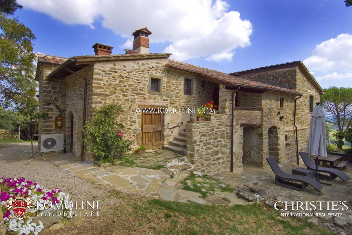 Tenuta per Vendita alle ore Tuscany - AIR-CONDITIONED TRADITIONAL STONE FARMHOUSE FOR SALE IN ANGHIARI Anghiari, Italia