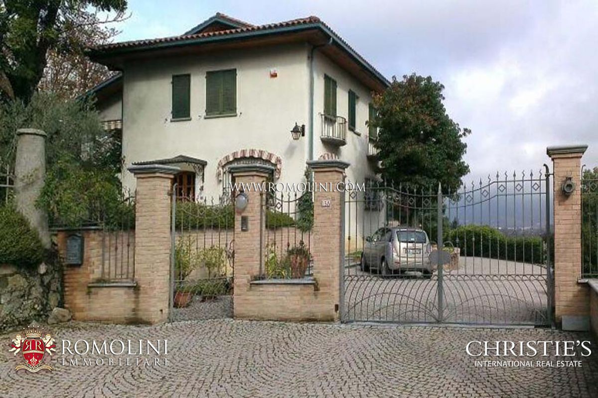 빌라 / 타운 하우스 용 매매 에 Piedmont - LUXURY VILLA FOR SALE WITH GARDEN IVREA, TURIN Ivrea, 이탈리아