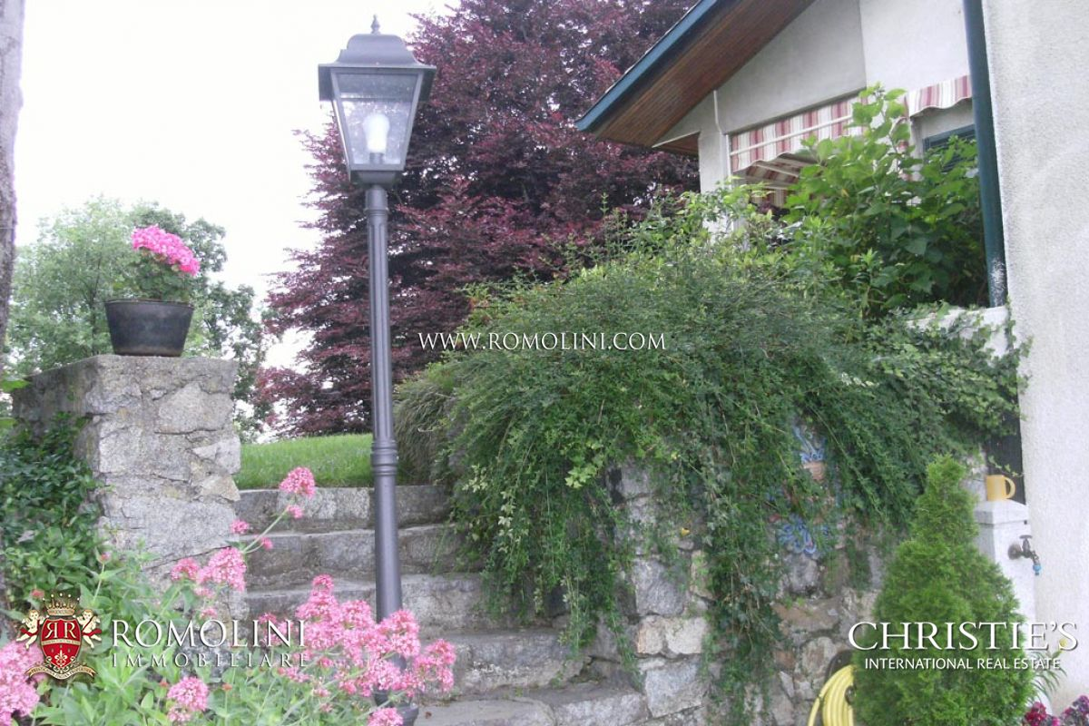 Additional photo for property listing at Piedmont - LUXURY VILLA FOR SALE WITH GARDEN IVREA, TURIN Ivrea, 이탈리아