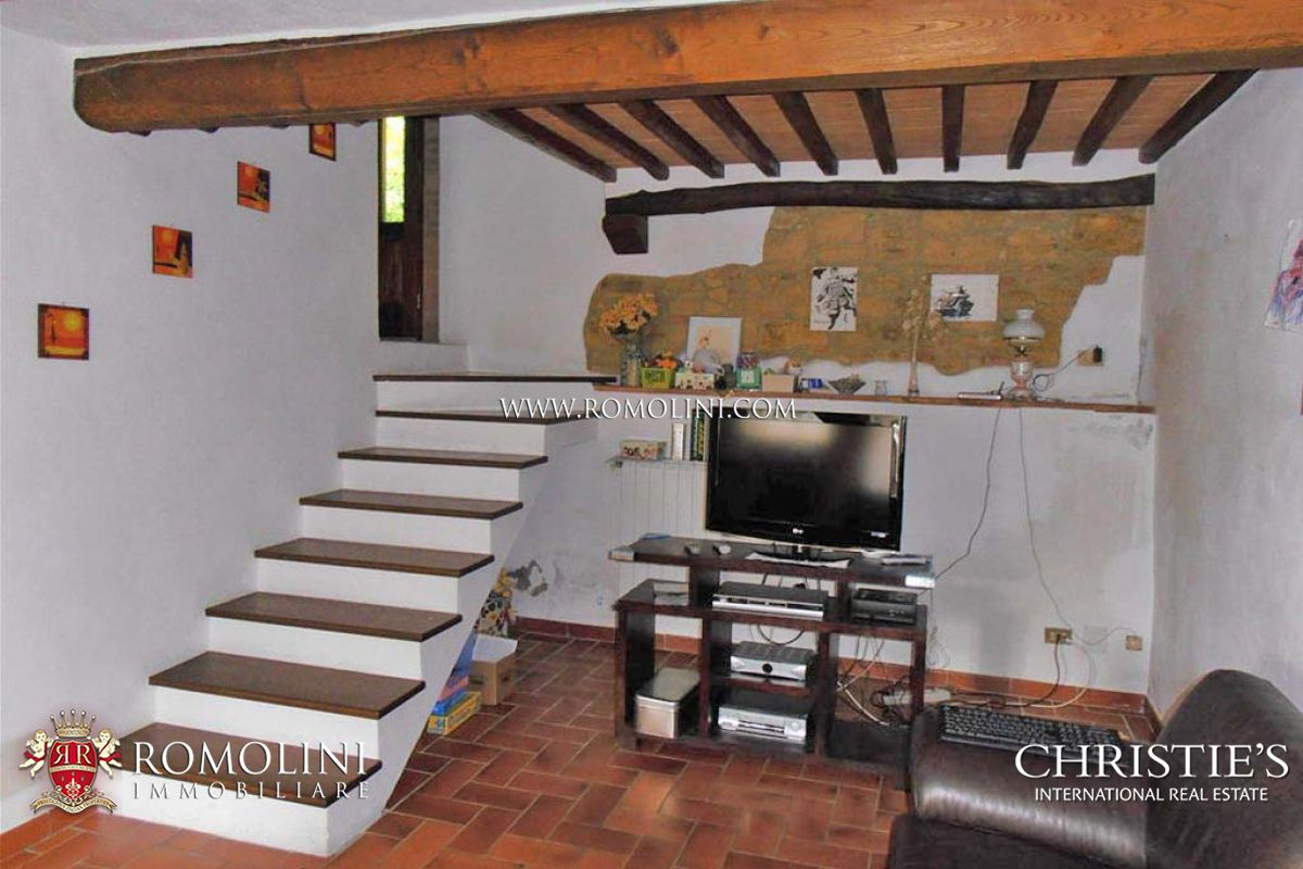 Additional photo for property listing at Tuscany - OLD BRICK AND STONE FARMHOUSE FOR SALE IN SIENA Siena, Италия