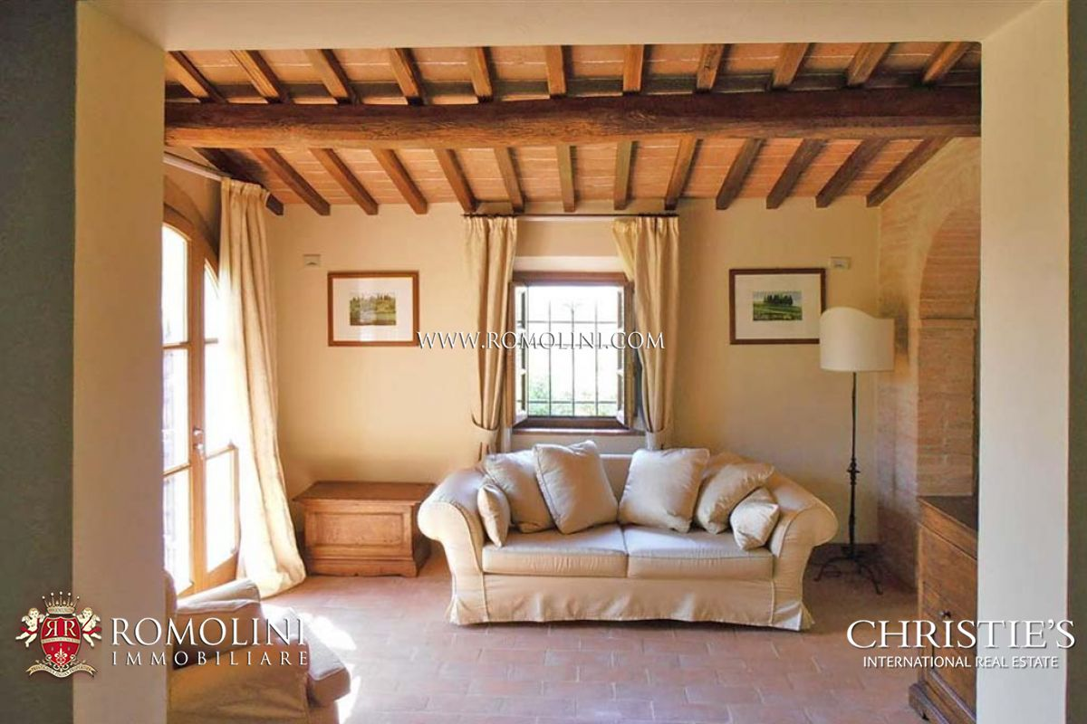 Additional photo for property listing at Tuscany - FARMHOUSE FOR SALE IN MONTEPULCIANO, SIENA, TUSCANY Montepulciano, Itália
