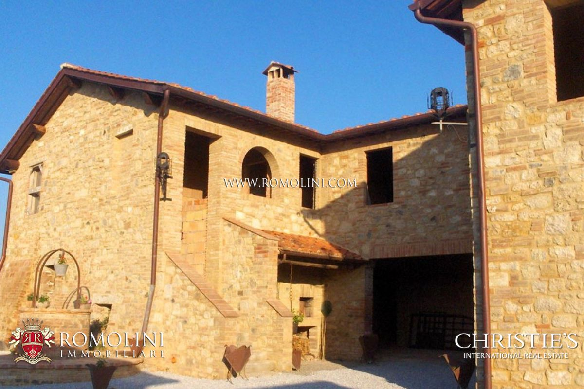 Additional photo for property listing at Tuscany - FARMHOUSE WITH POOL FOR SALE IN THE CRETE SENESI Asciano, Itália