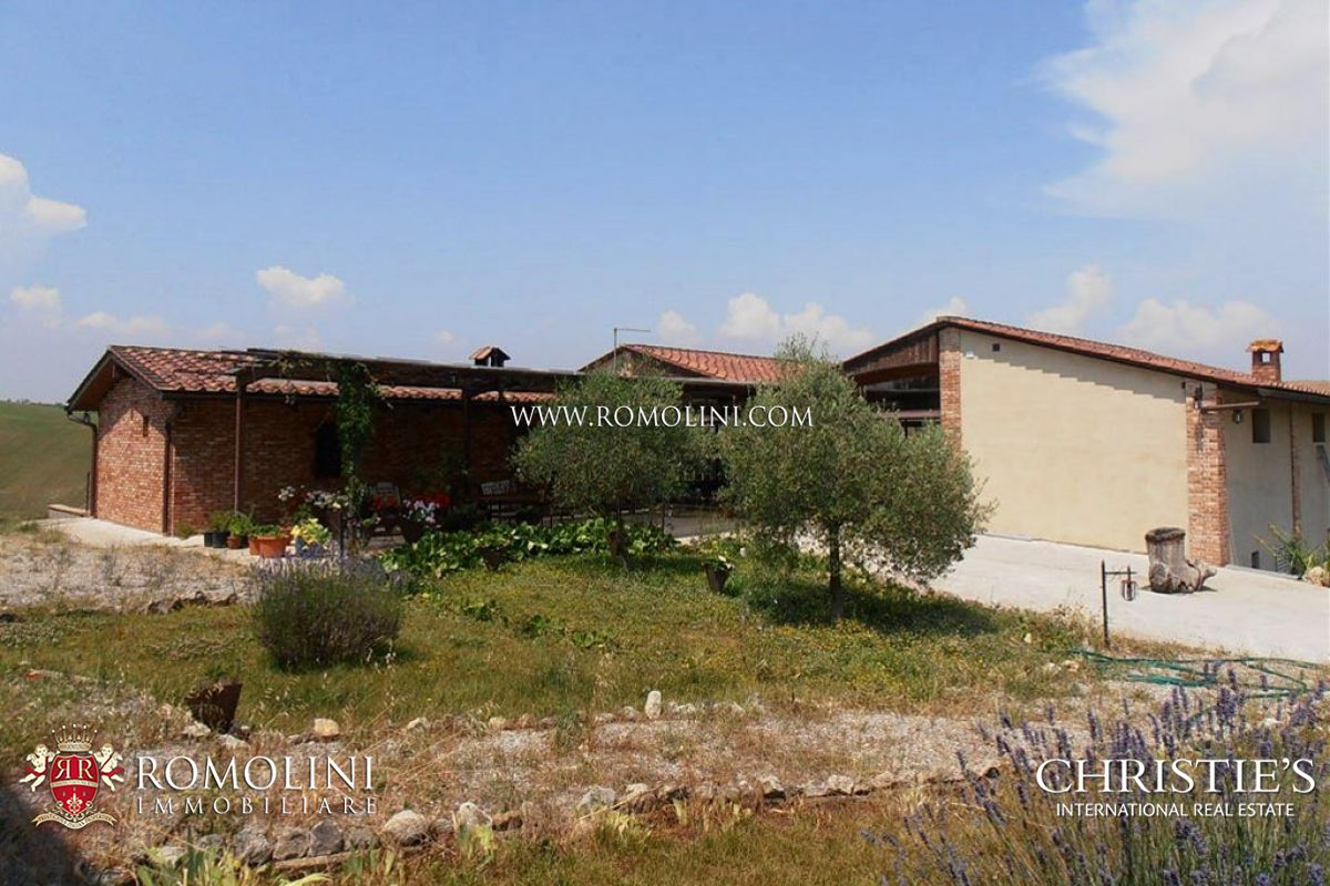 Additional photo for property listing at Tuscany - FARMHOUSE WITH POOL FOR SALE IN THE CRETE SENESI Asciano, Italie