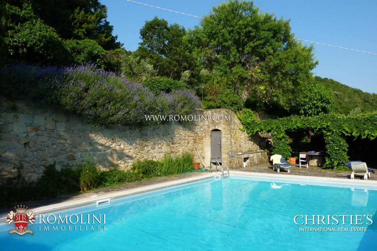 Casale con piscina in vendita in valdarno toscana - Piscine in toscana ...