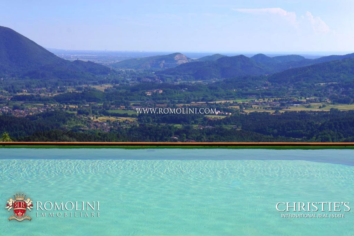 Villas / Townhouses for Sale at Tuscany - PRESTIGIOUS VILLA FOR SALE IN LUCCA, TUSCANY Lucca, Italy