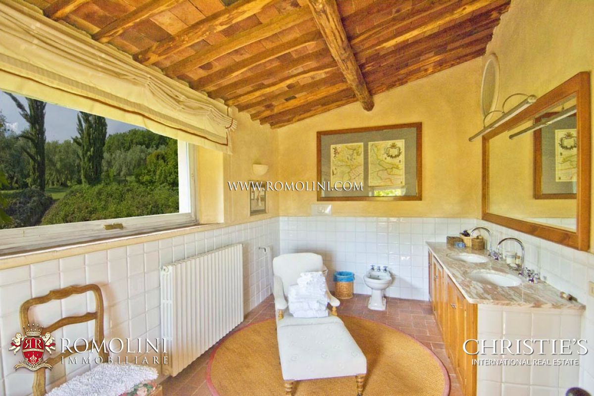 Additional photo for property listing at Tuscany - PRESTIGIOUS VILLA FOR SALE IN LUCCA, TUSCANY Lucca, Italië