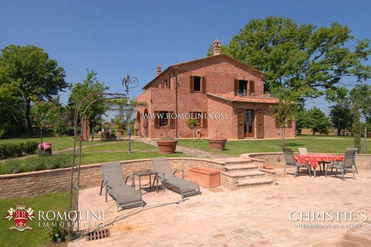 Additional photo for property listing at Umbria - FARMHOUSE WITH POOL CONSERVATIVE RESTORATION Castiglion Del Lago, Italie