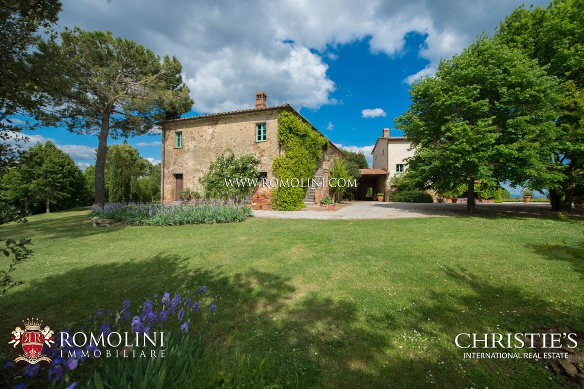 Additional photo for property listing at Tuscany - WINE ESTATE FOR SALE IN MONTEPULCIANO, TUSCANY, ITALY Montepulciano, Italia