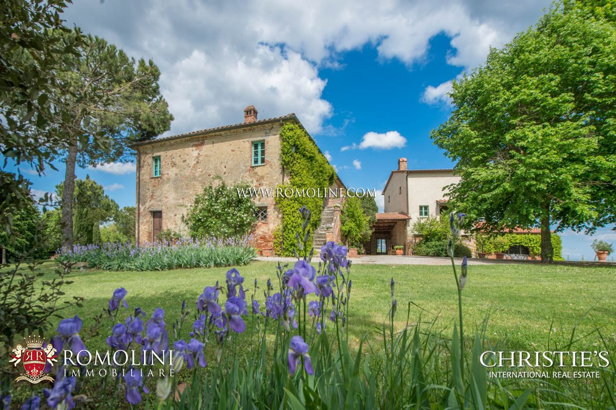 Additional photo for property listing at Tuscany - WINE ESTATE FOR SALE IN MONTEPULCIANO, TUSCANY, ITALY Montepulciano, Ý