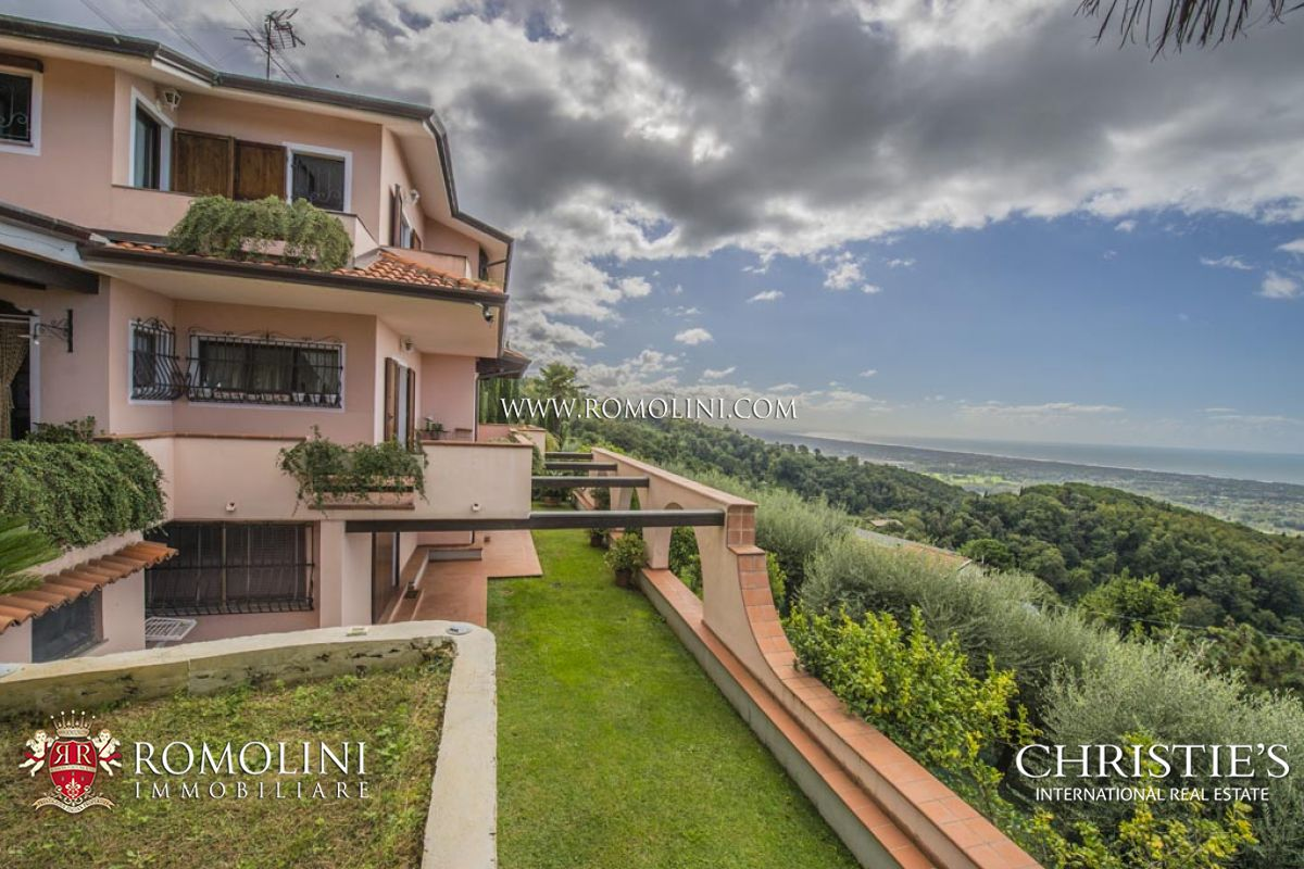 Villas / Townhouses için Satış at Tuscany - VERSILIA: VILLA FOR SALE WITH SEAVIEW Montignoso, Italya