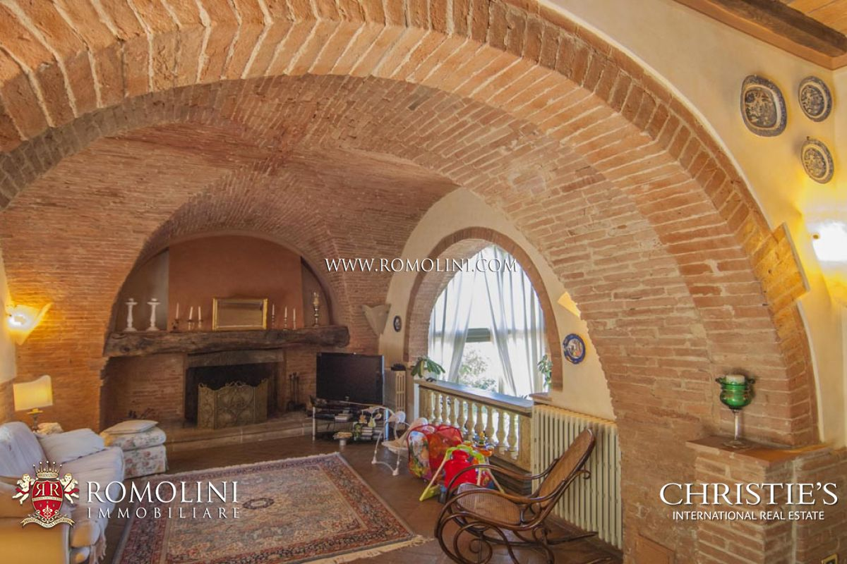 Additional photo for property listing at Tuscany - FARMHOUSE FOR SALE ON THE HILLS OF PISA, TUSCANY Palaia, イタリア
