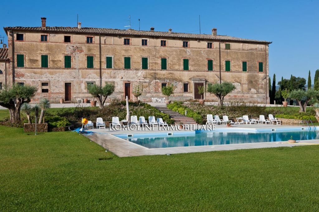 Additional photo for property listing at Tuscany - WINE ESTATE WITH LUXURY PERIOD VILLA, VINEYARD FOR SALE SIENA, TUSCANY Siena, 義大利