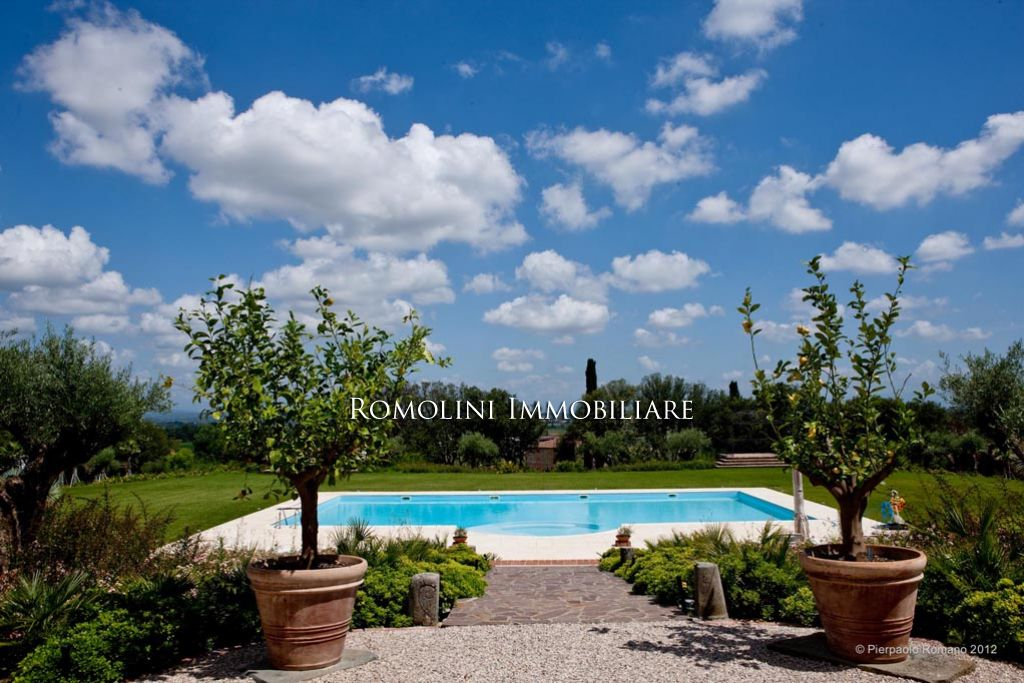 Additional photo for property listing at Tuscany - WINE ESTATE WITH LUXURY PERIOD VILLA, VINEYARD FOR SALE SIENA, TUSCANY Siena, Italie