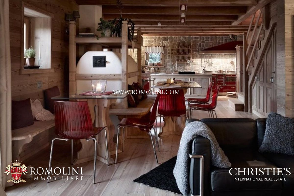 Additional photo for property listing at Lombardia - EXCLUSIVE APARTMENT IN MOUNTAIN CHALET FOR SALE, PONTE DI LEGNO Ponte Di Legno, イタリア