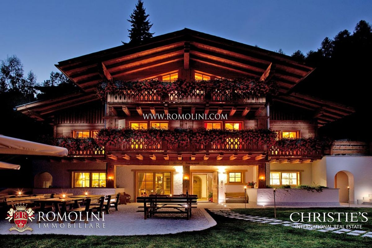 别墅 为 销售 在 Trentino-Alto Adige - MADONNA DI CAMPIGLIO: CHALET WITH DOLOMITES VIEW FOR SALE 坎皮格里奥, 意大利