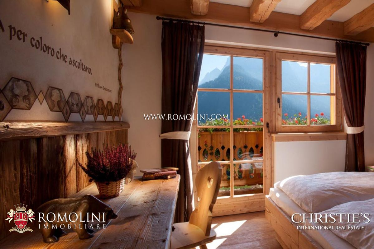 Additional photo for property listing at Trentino-Alto Adige - MADONNA DI CAMPIGLIO: CHALET WITH DOLOMITES VIEW FOR SALE Madonna Di Campiglio, Italien