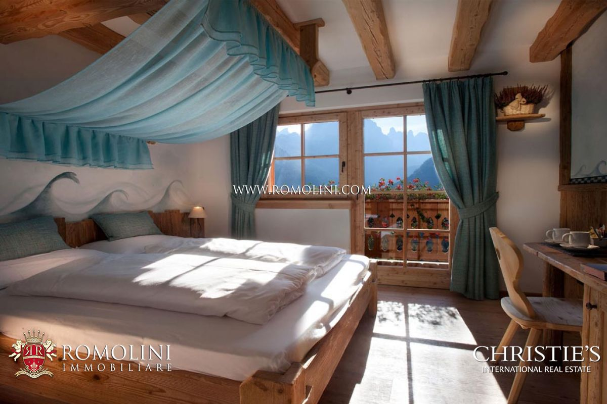 Additional photo for property listing at Trentino-Alto Adige - MADONNA DI CAMPIGLIO: CHALET WITH DOLOMITES VIEW FOR SALE Madonna Di Campiglio, 이탈리아