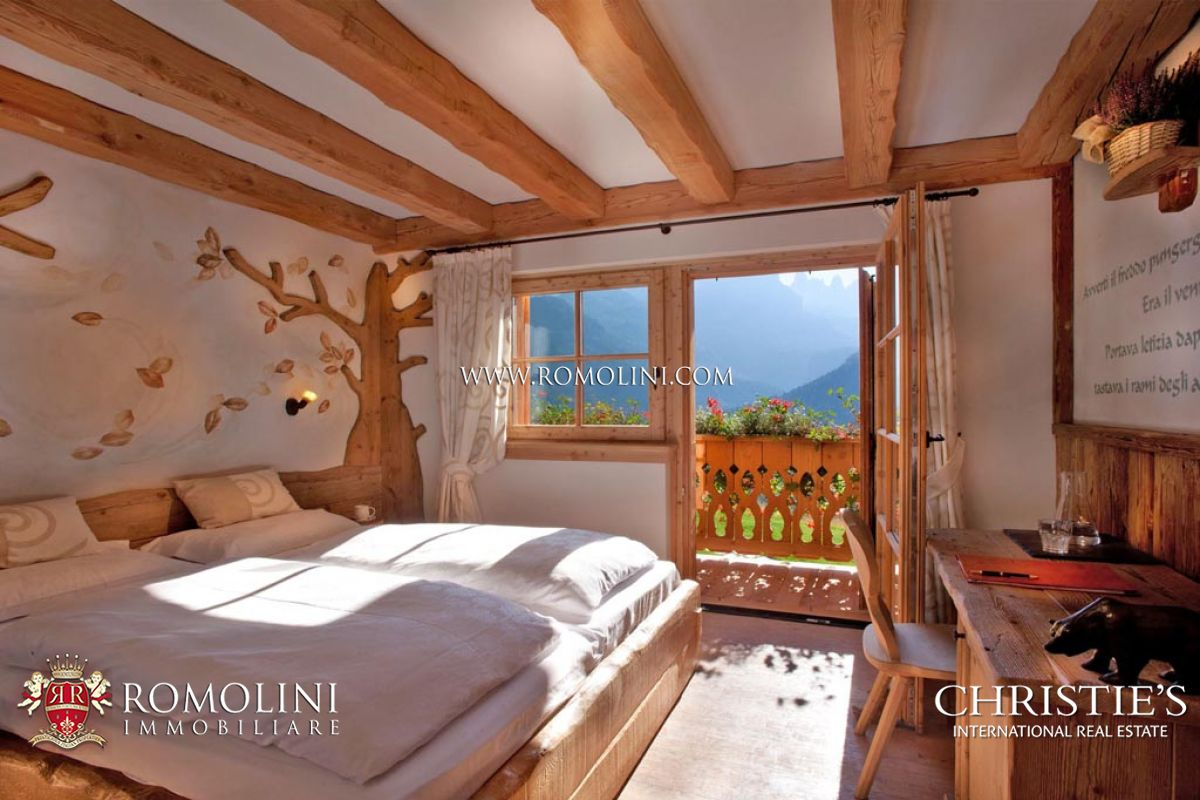 Additional photo for property listing at Trentino-Alto Adige - MADONNA DI CAMPIGLIO: CHALET WITH DOLOMITES VIEW FOR SALE Madonna Di Campiglio, Itália
