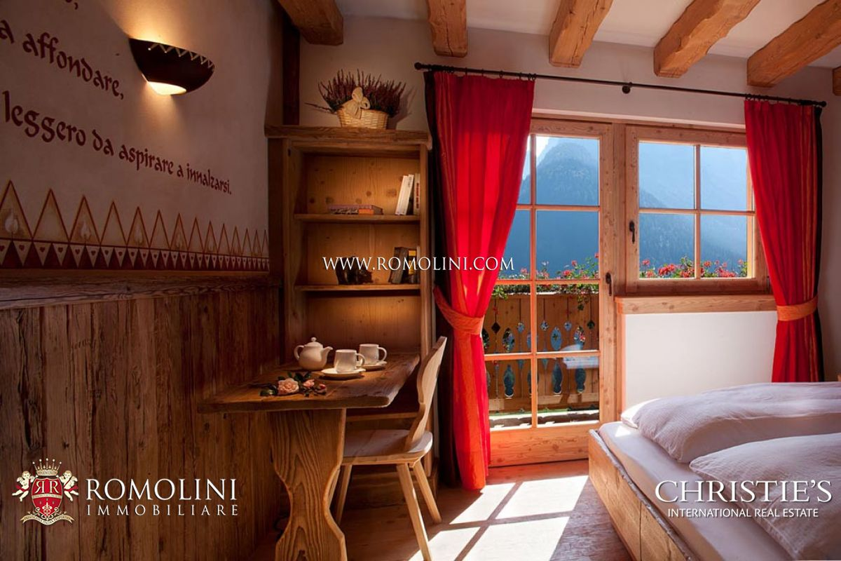 Additional photo for property listing at Trentino-Alto Adige - MADONNA DI CAMPIGLIO: CHALET WITH DOLOMITES VIEW FOR SALE Madonna Di Campiglio, Italia