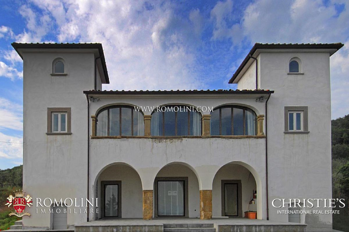 Villas / Stadswoningen voor Verkoop een t Tuscany - HISTORICAL VILLA FOR SALE IN AREZZO WITH ANNEXES AND LAND Arezzo, Italië