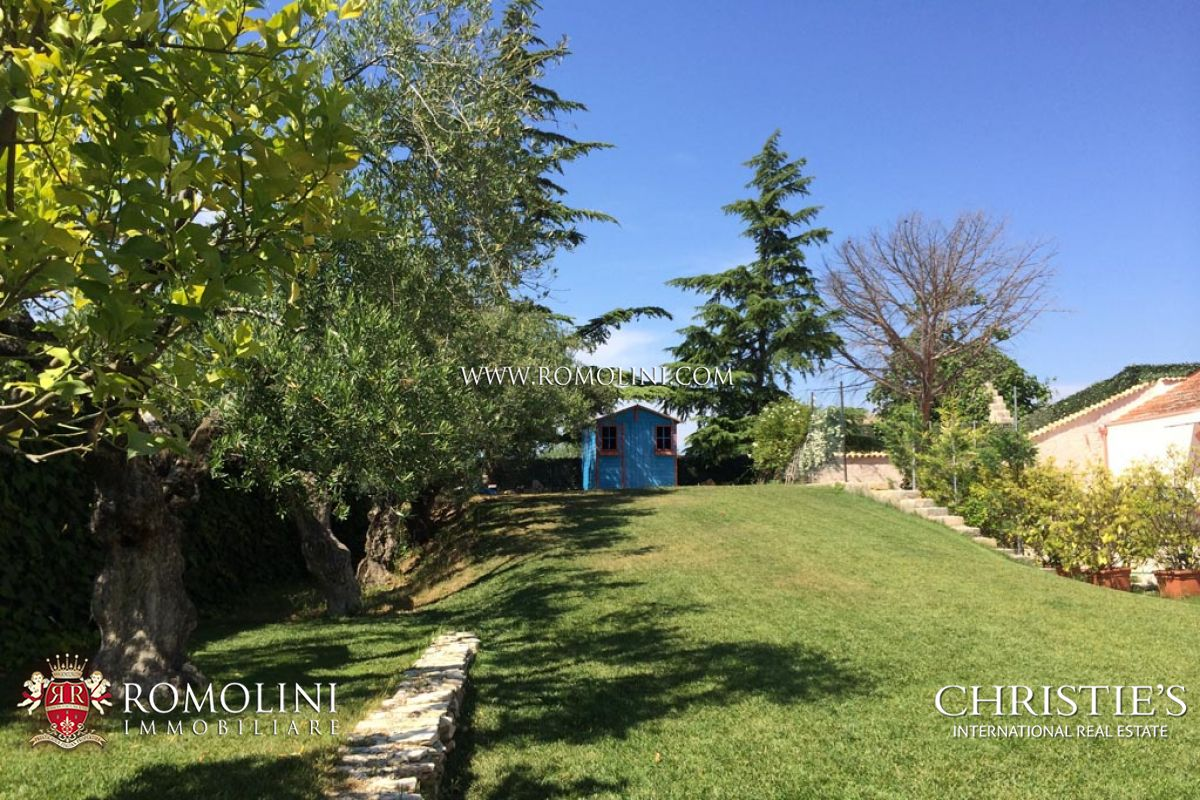 Additional photo for property listing at Apulia - OLIVE ESTATE WITH LUXURY VILLA AND OLIVE GROVE FOR SALE IN PUGLIA Andria, Ý