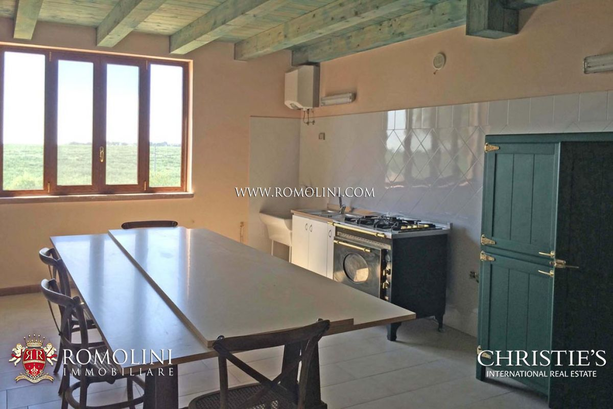 Additional photo for property listing at Apulia - OLIVE ESTATE WITH LUXURY VILLA AND OLIVE GROVE FOR SALE IN PUGLIA Andria, Italie