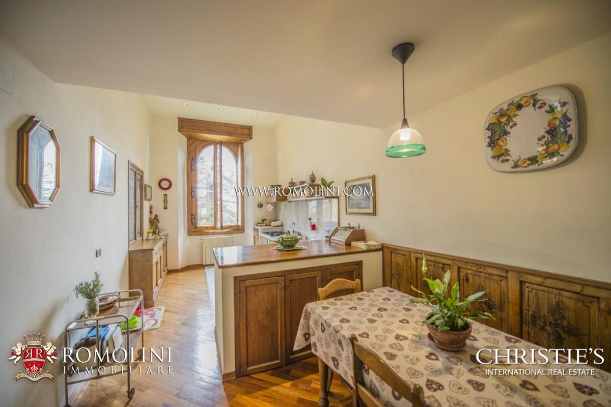 Additional photo for property listing at Tuscany - FIESOLE: LUXURY APARTMENT FOR SALE IN HISTORICAL VILLA IN FLORENCE Fiesole, イタリア