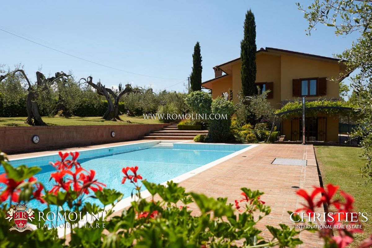 Villa / Maison de ville pour l Vente à Umbria - TRASIMENO LAKE: VILLA FOR SALE WITH GARDEN AND POOL Castiglion Del Lago, Italie