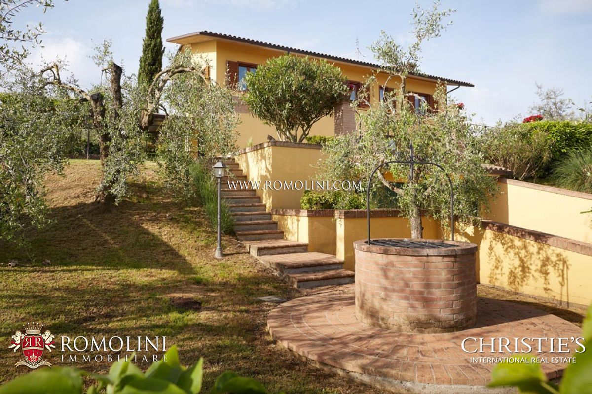 Additional photo for property listing at Umbria - TRASIMENO LAKE: VILLA FOR SALE WITH GARDEN AND POOL Castiglion Del Lago, Italie
