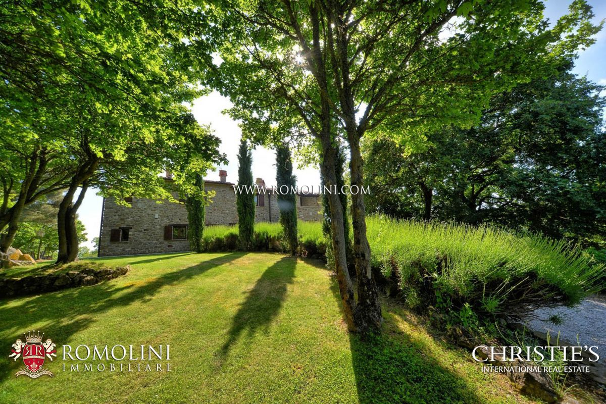 Additional photo for property listing at Tuscany - FARMHOUSE WITH POOL FOR SALE IN MONTERCHI, TUSCANY Monterchi, Italia