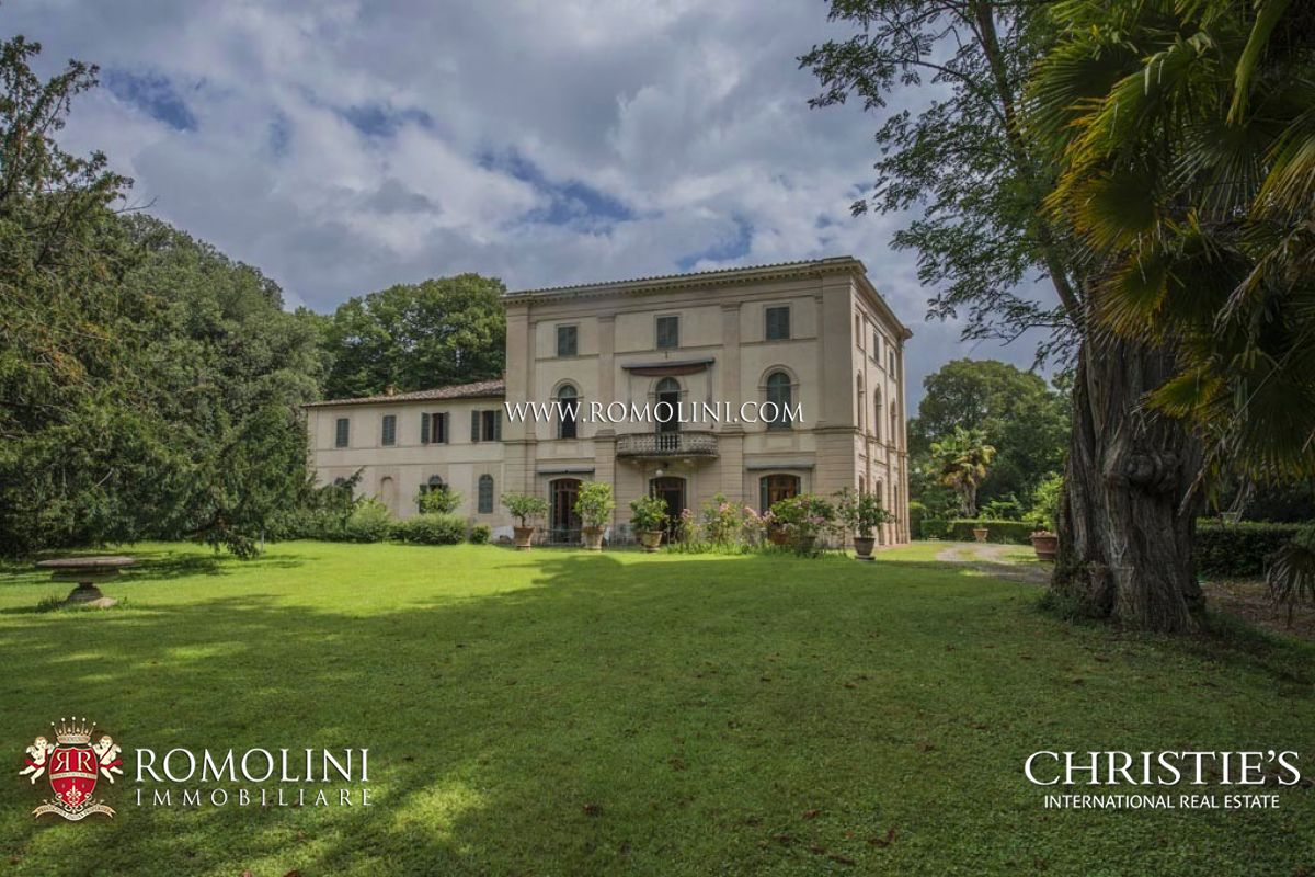 Additional photo for property listing at Tuscany - LUXURY VILLA FOR SALE IN SIENA, TUSCANY Siena, Italië