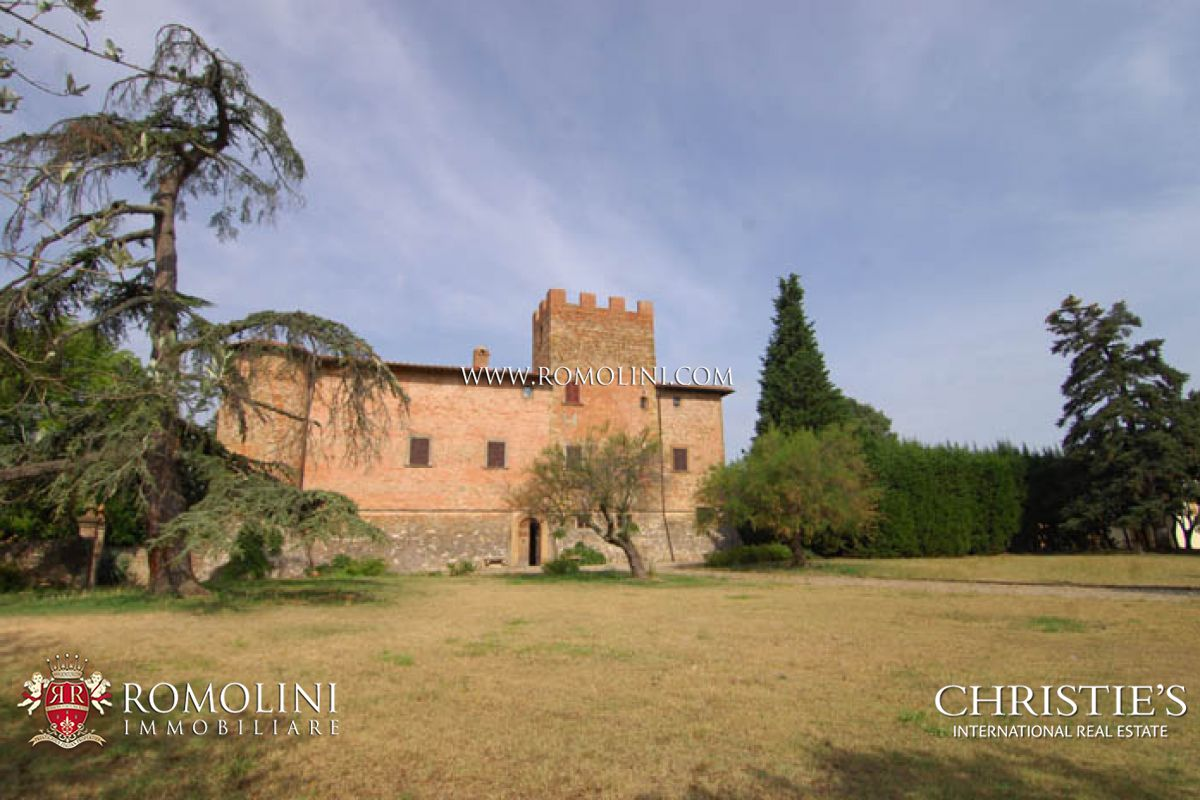 Vineyard for Sale at Tuscany - CASTLE FOR SALE IN TUSCANY. FLORENCE - SIENA. Firenze, Italy