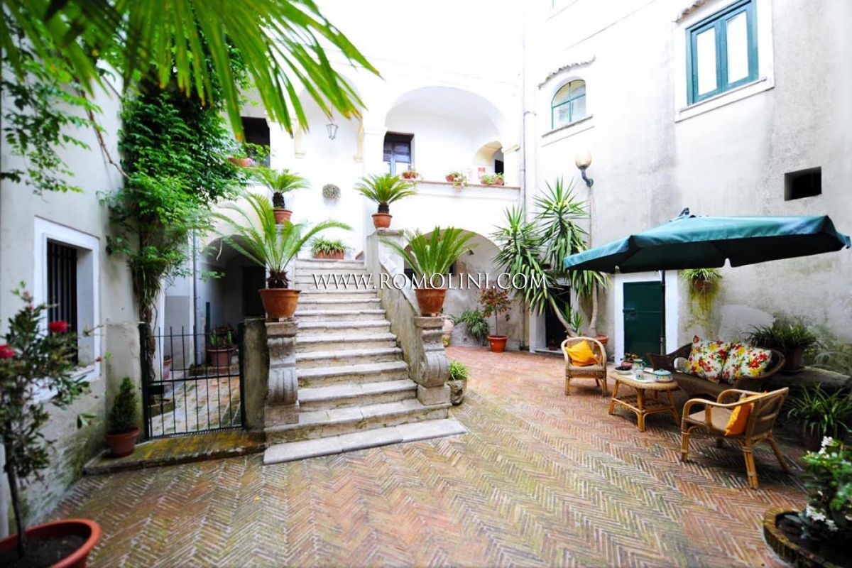Additional photo for property listing at Campania - HISTORICAL BUILDING, CHARMING B&B FOR SALE IN SALERNO Salerno, Italia