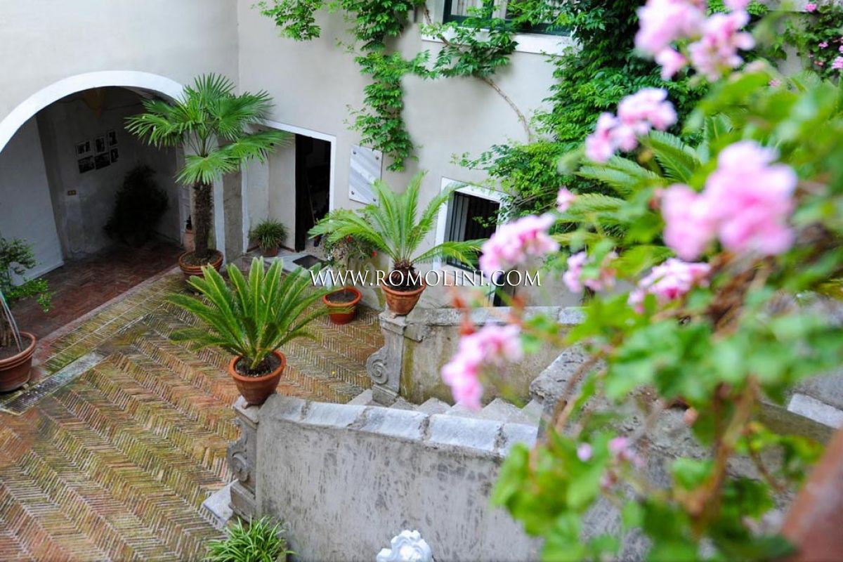 Additional photo for property listing at Campania - HISTORICAL BUILDING, CHARMING B&B FOR SALE IN SALERNO Salerno, Italie