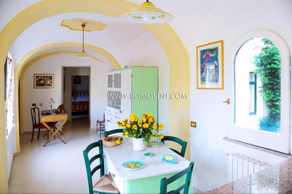 Additional photo for property listing at Campania - HISTORICAL BUILDING, CHARMING B&B FOR SALE IN SALERNO Salerno, Italië