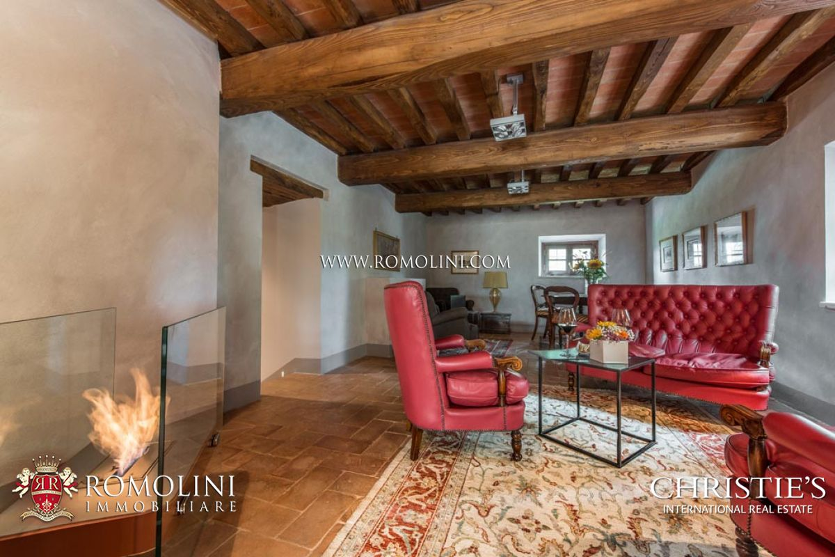 Tuscany 11 room boutique hotel siena luxury villa in for Charming small hotels italy