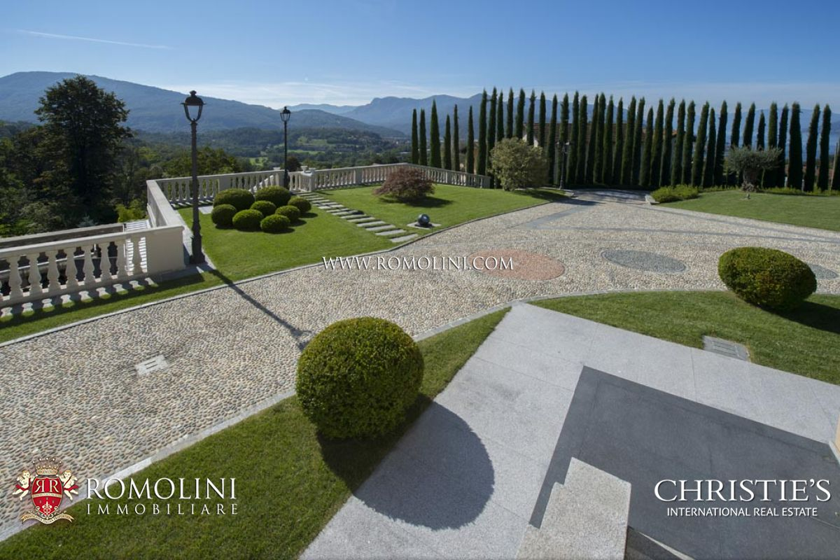 Additional photo for property listing at Lombardia - LUXURY VILLA WITH LAKE MAGGIORE VIEW FOR SALE IN LUINO Luino, Italya