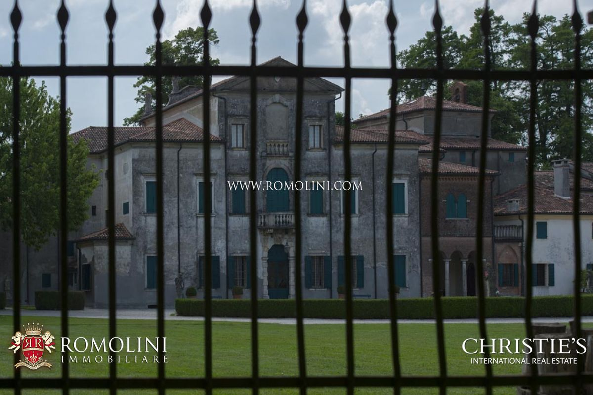 Additional photo for property listing at Veneto - PERIOD VILLA WITH BARCHESSA FOR SALE IN VENETO Verona, 義大利