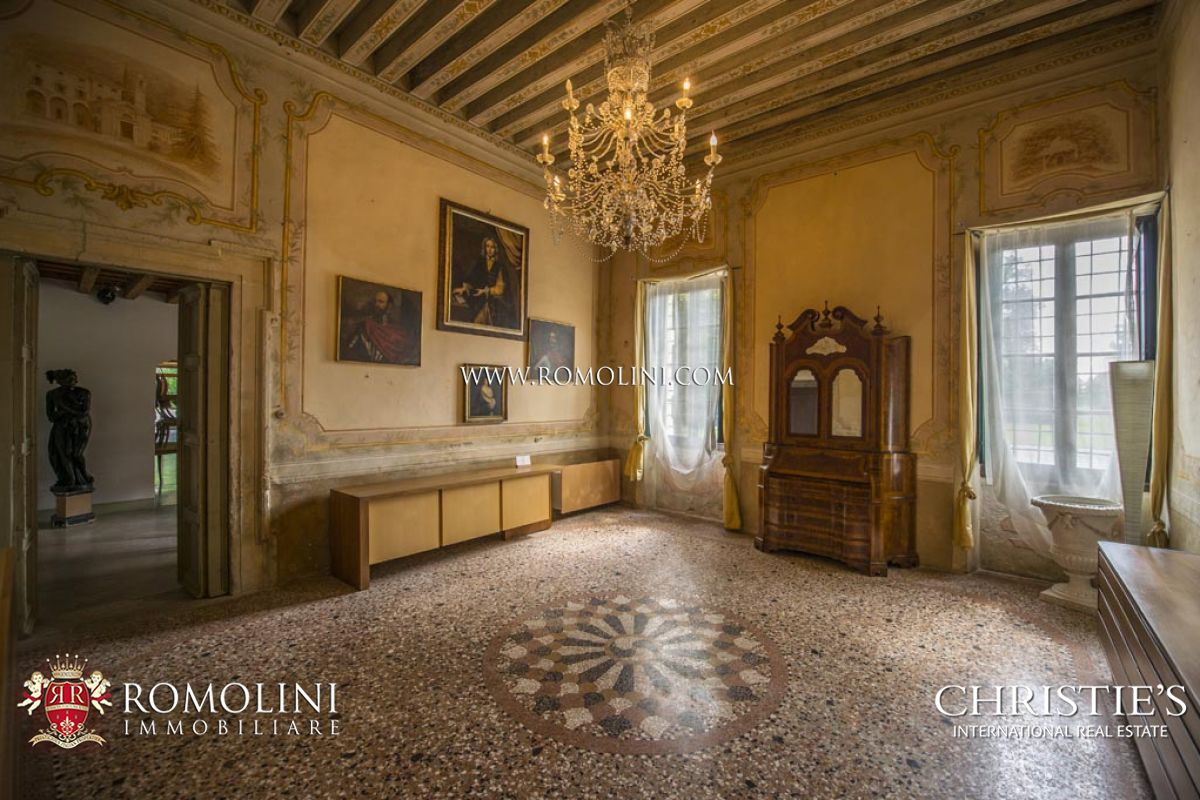 Additional photo for property listing at Veneto - PERIOD VILLA WITH BARCHESSA FOR SALE IN VENETO Verona, Italie