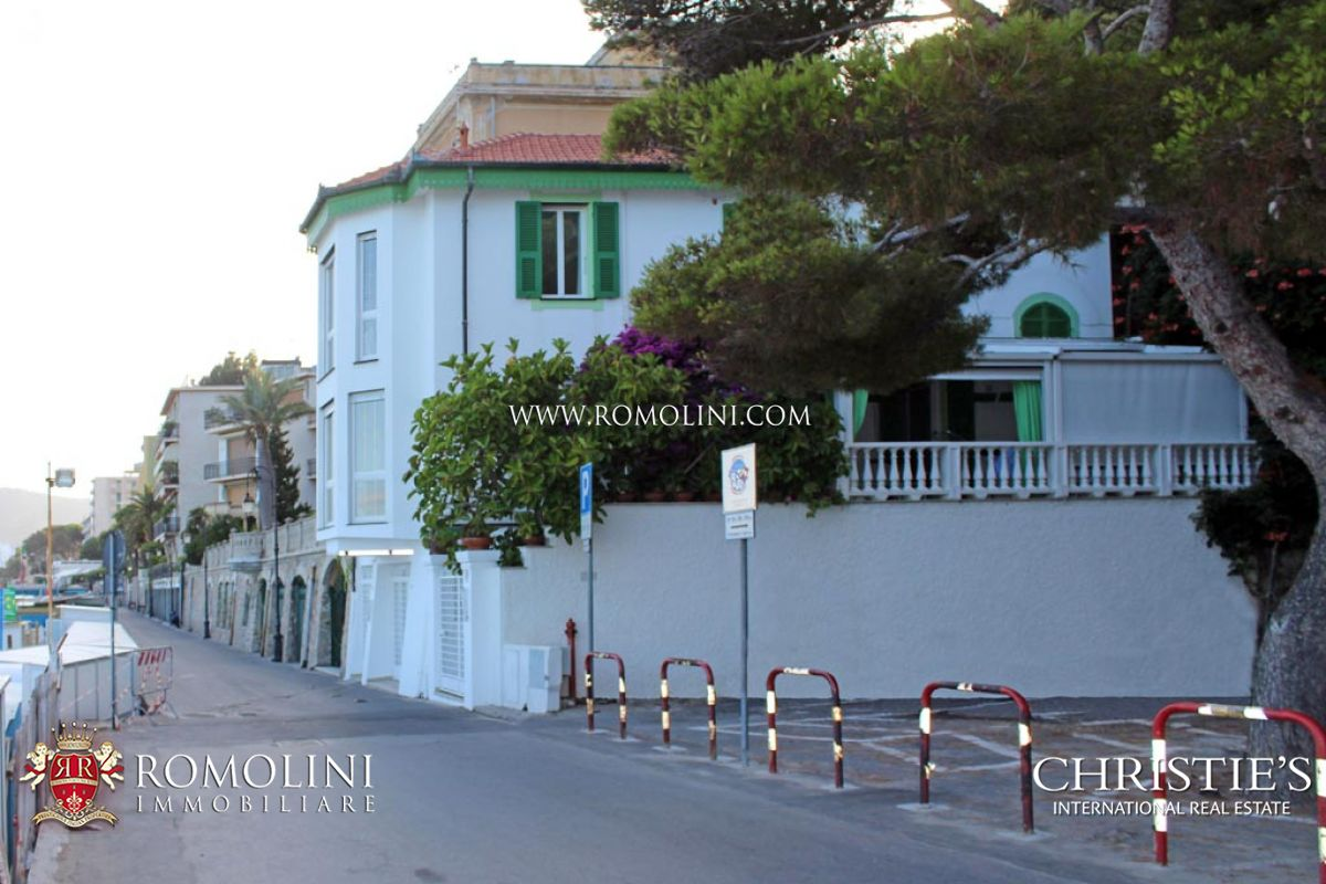 Additional photo for property listing at Liguria - BEACHFRONT 3-BEDROOM VILLA FOR SALE IN ALASSIO, LIGURIA Alassio, 이탈리아