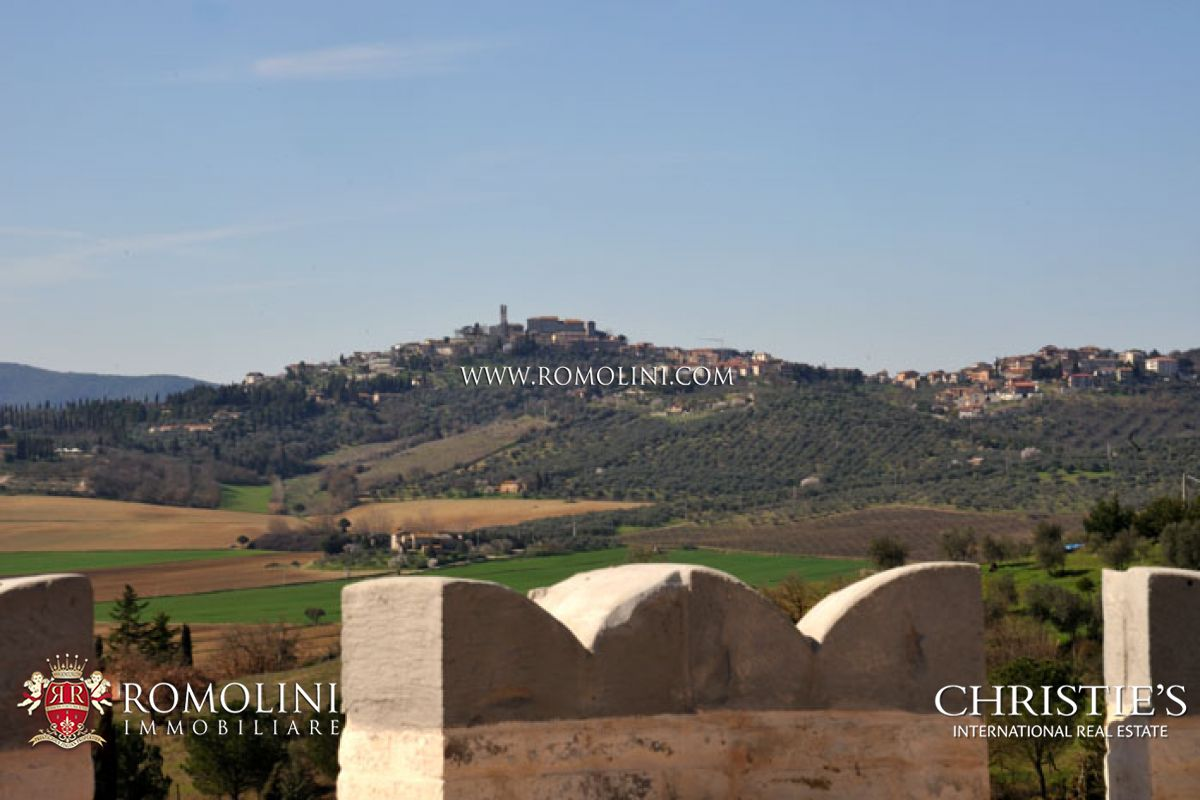 Additional photo for property listing at Umbria - CASTLE FOR SALE IN UMBRIA. PERUGIA Perugia, Itália