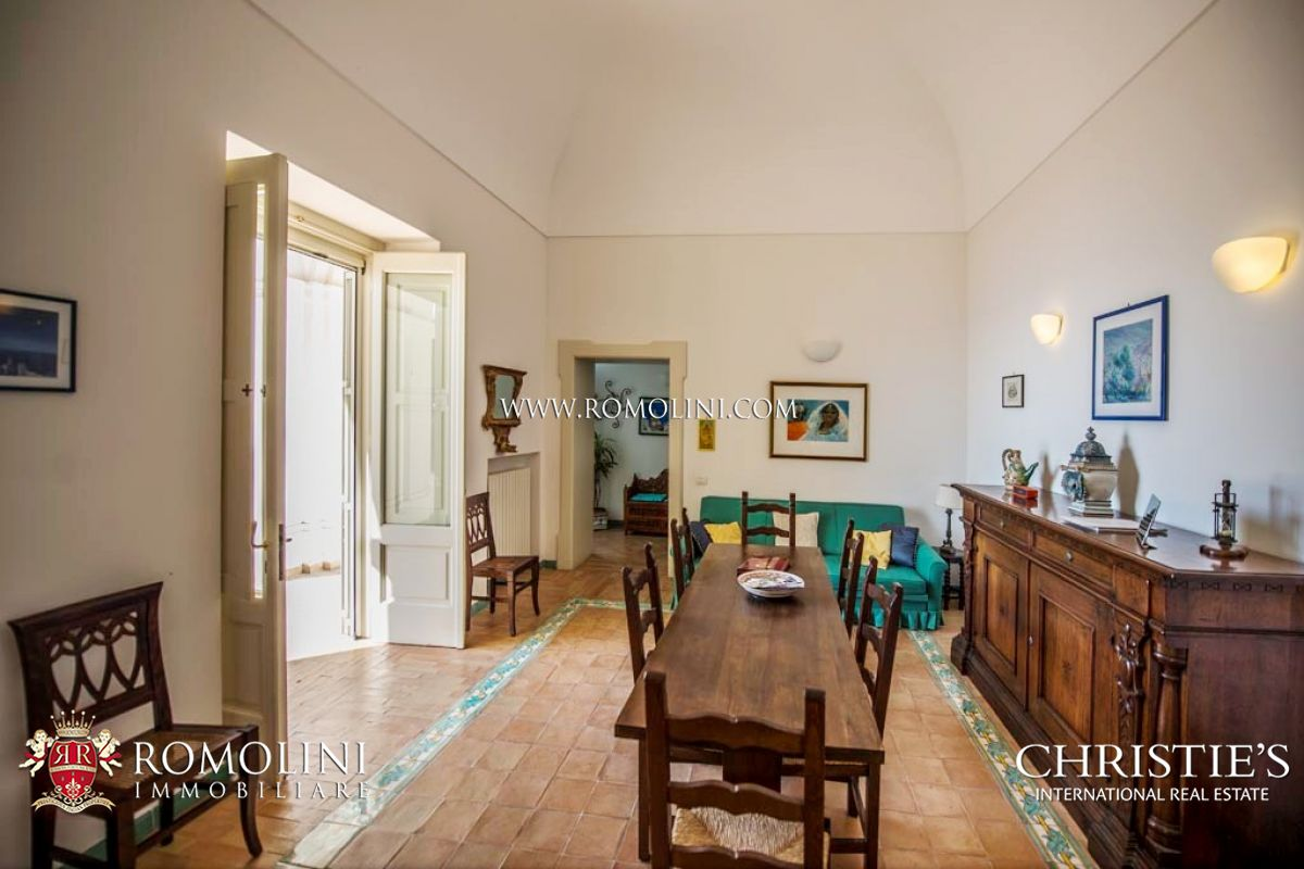 Additional photo for property listing at Campania - 2-BEDROOM APARTMENT WITH GARAGE AND SEA VIEW TERRACE, POSITANO Positano, Itália