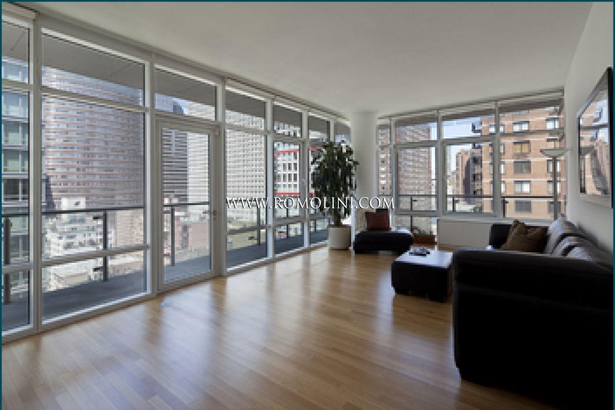 New york appartamento con terrazzo in vendita for Appartamenti midtown new york
