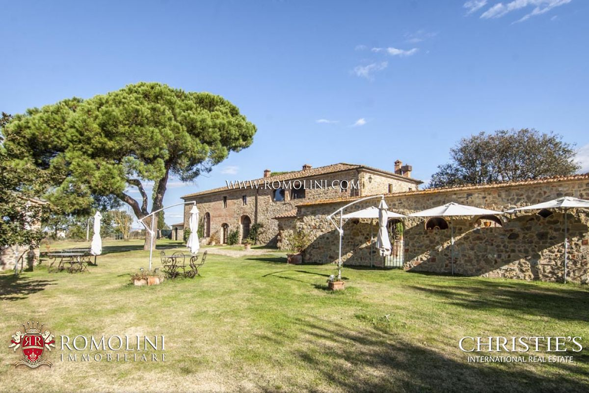 Additional photo for property listing at Tuscany - MANOR HOUSE WITH 5 HA OF LAND FOR SALE IN AREZZO, TUSCANY Arezzo, Италия