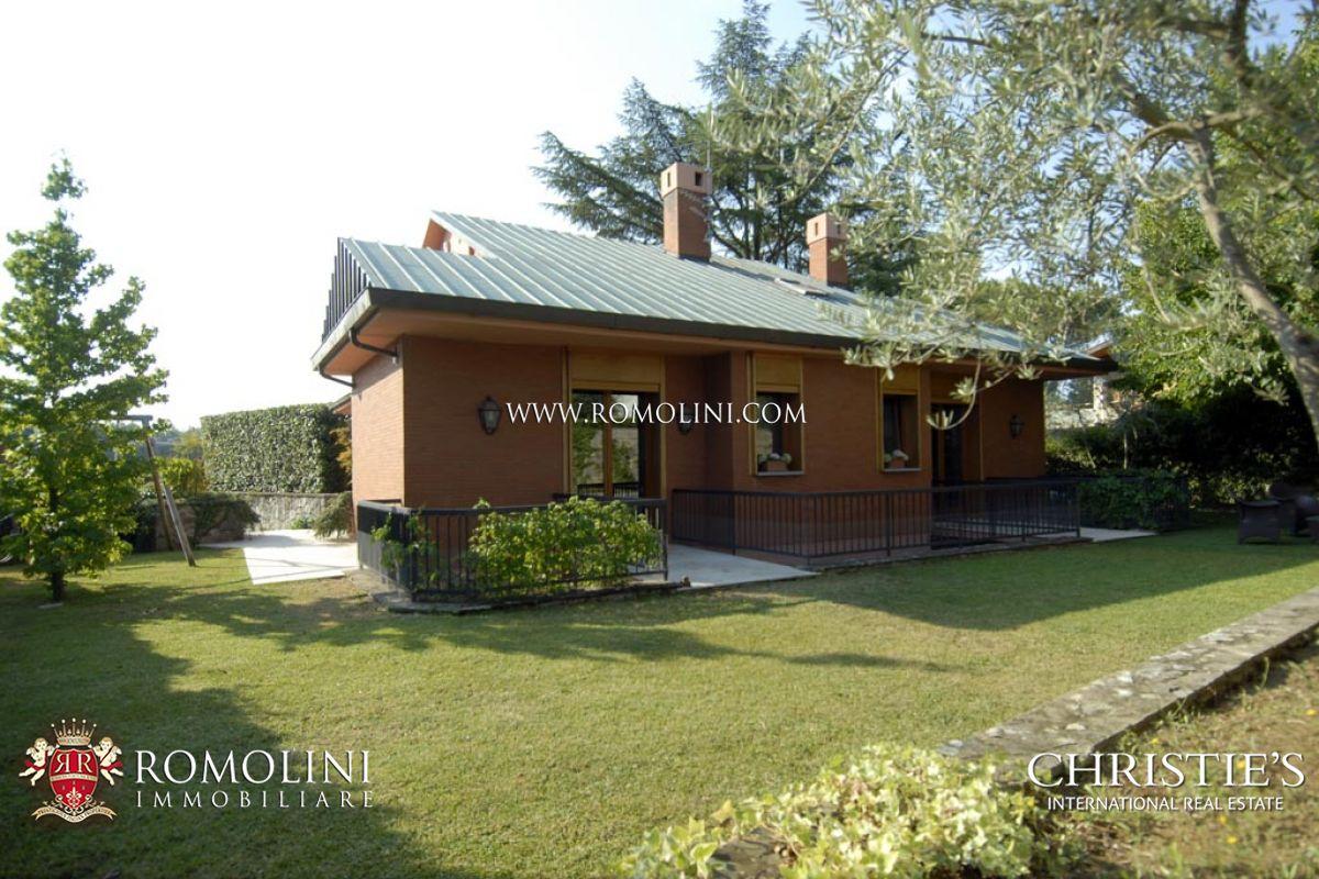 Villa / Casa adosada por un Venta en Tuscany - VILLA WITH GARDEN FOR SALE IN FLORENCE, ITALY Firenze, Italia