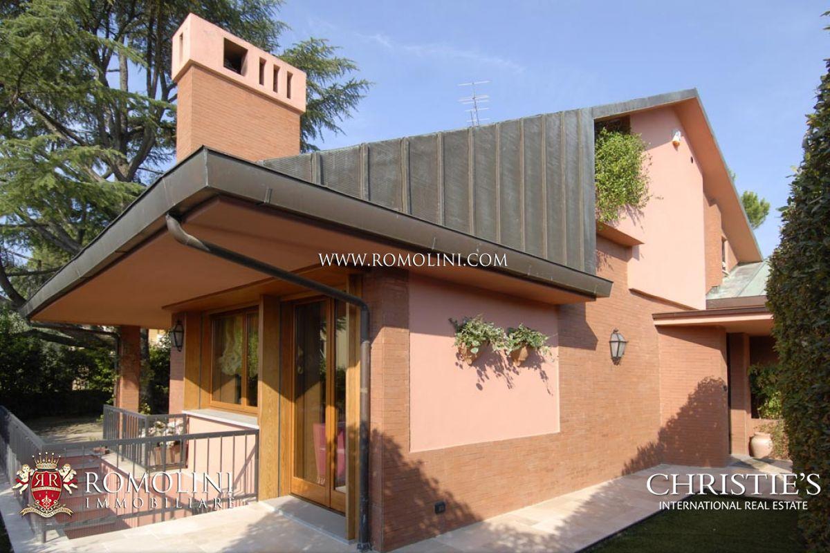 Villa moderna firenze villa con giardino e garage in for Villa moderna